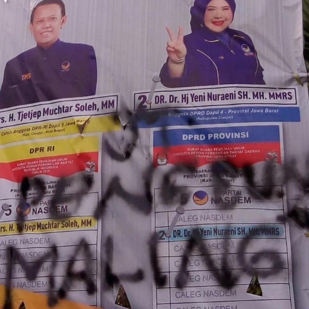 Atribut NasDem Dirusak Usai Warga Rayakan OTT Bupati Cianjur