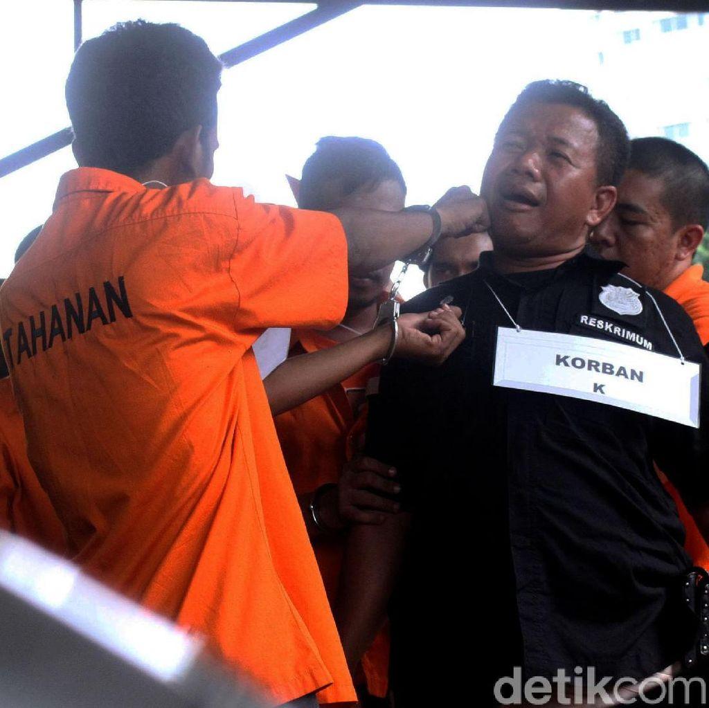 Begini Suasana Rekonstruksi Pengeroyokan Anggota TNI di Ciracas