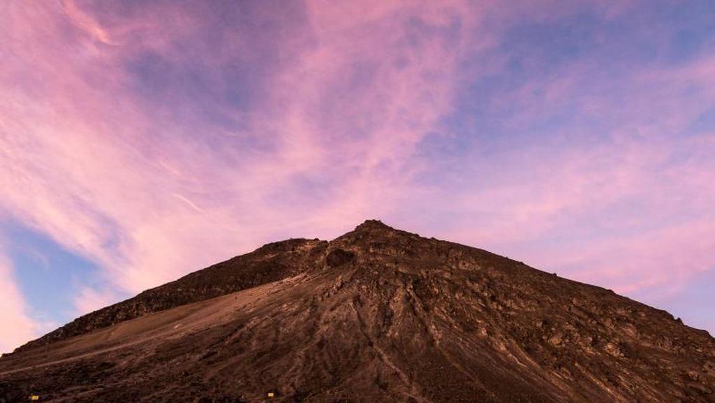 Potret Langit Gunung Merapi yang Eksotis