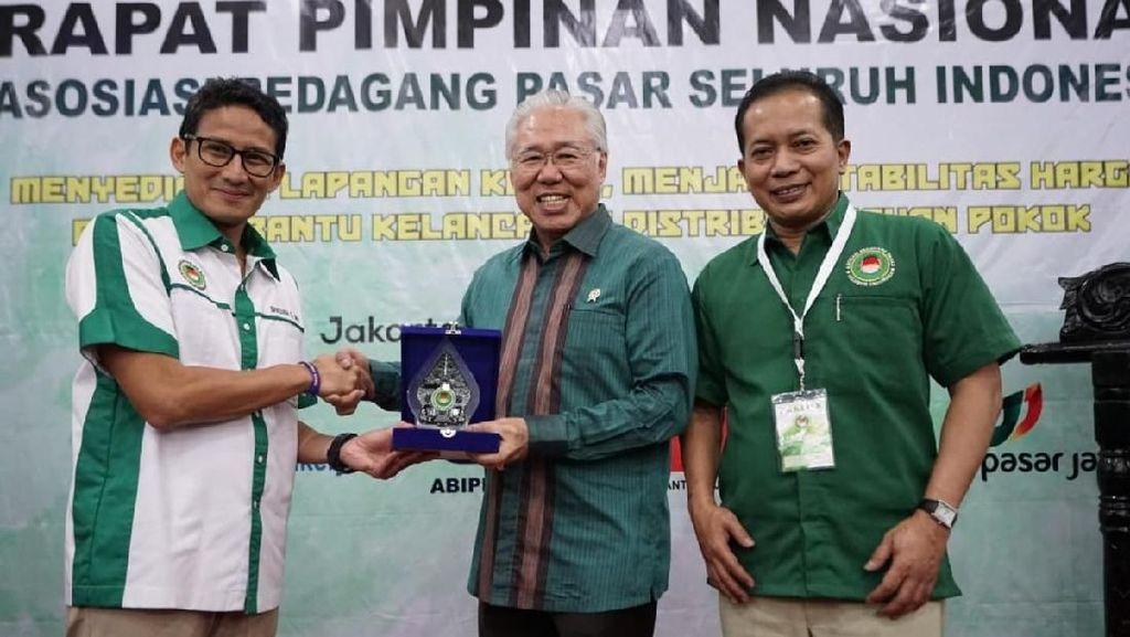 Di Acara Pedagang Pasar, Mendag: Salam dari Presiden ke Pak Sandi