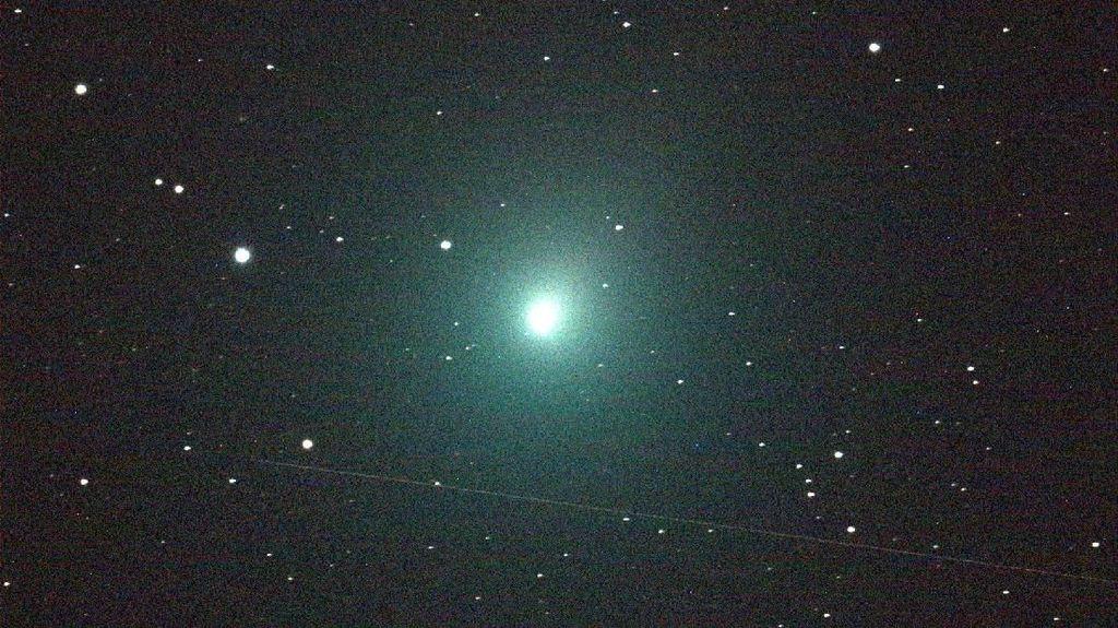 Komet Super Terang Melintas Dekat Bumi Sepanjang Desember