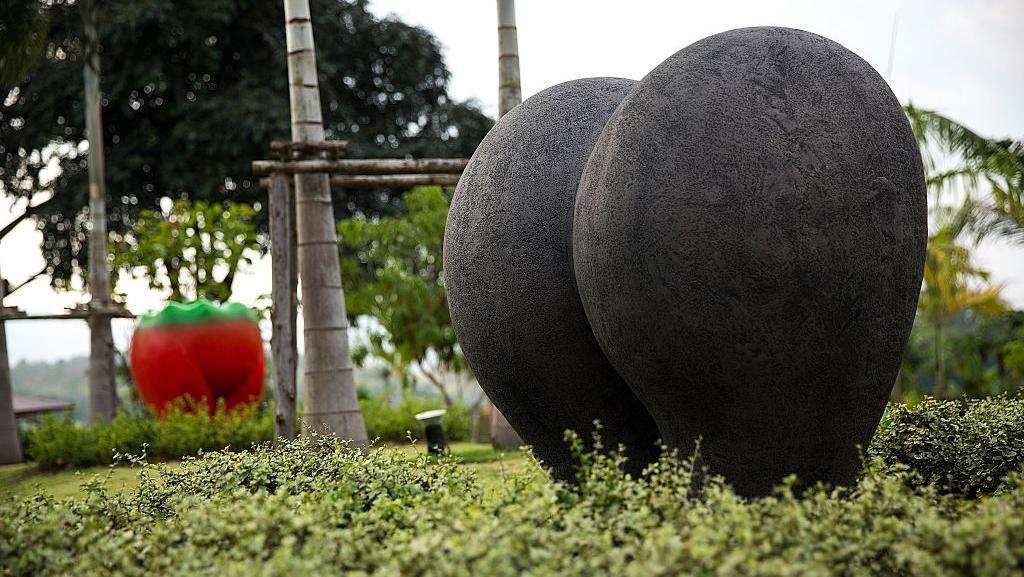 Melepas Stres di Taman Bunga Erotis Thailand