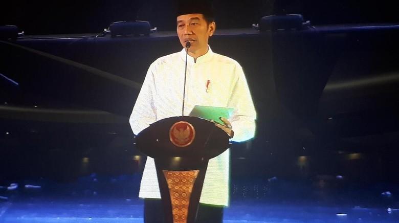 Jokowi Serahkan 213 Sertifikat Tanah Wakaf untuk Masjid dan Ponpes