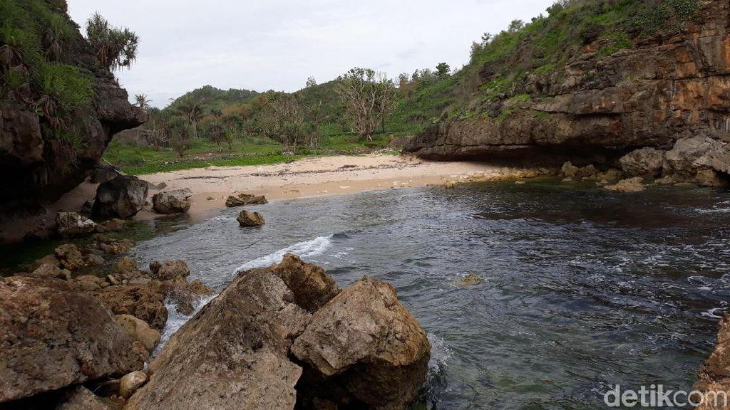 Pantai Toroudan yang Sunyi di Gunungkidul untuk Libur Akhir Tahun