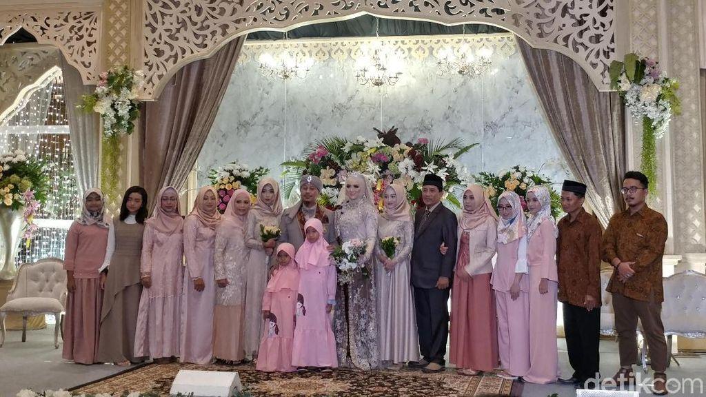 Bernuansa Sunda, Begini Resepsi Pernikahan Opick-Bebi
