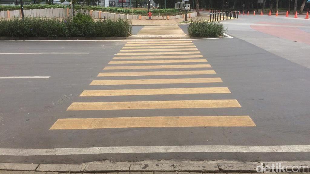 Tak Lagi Tabrak Tanaman, Ini Penampakan Zebra Cross di GBK