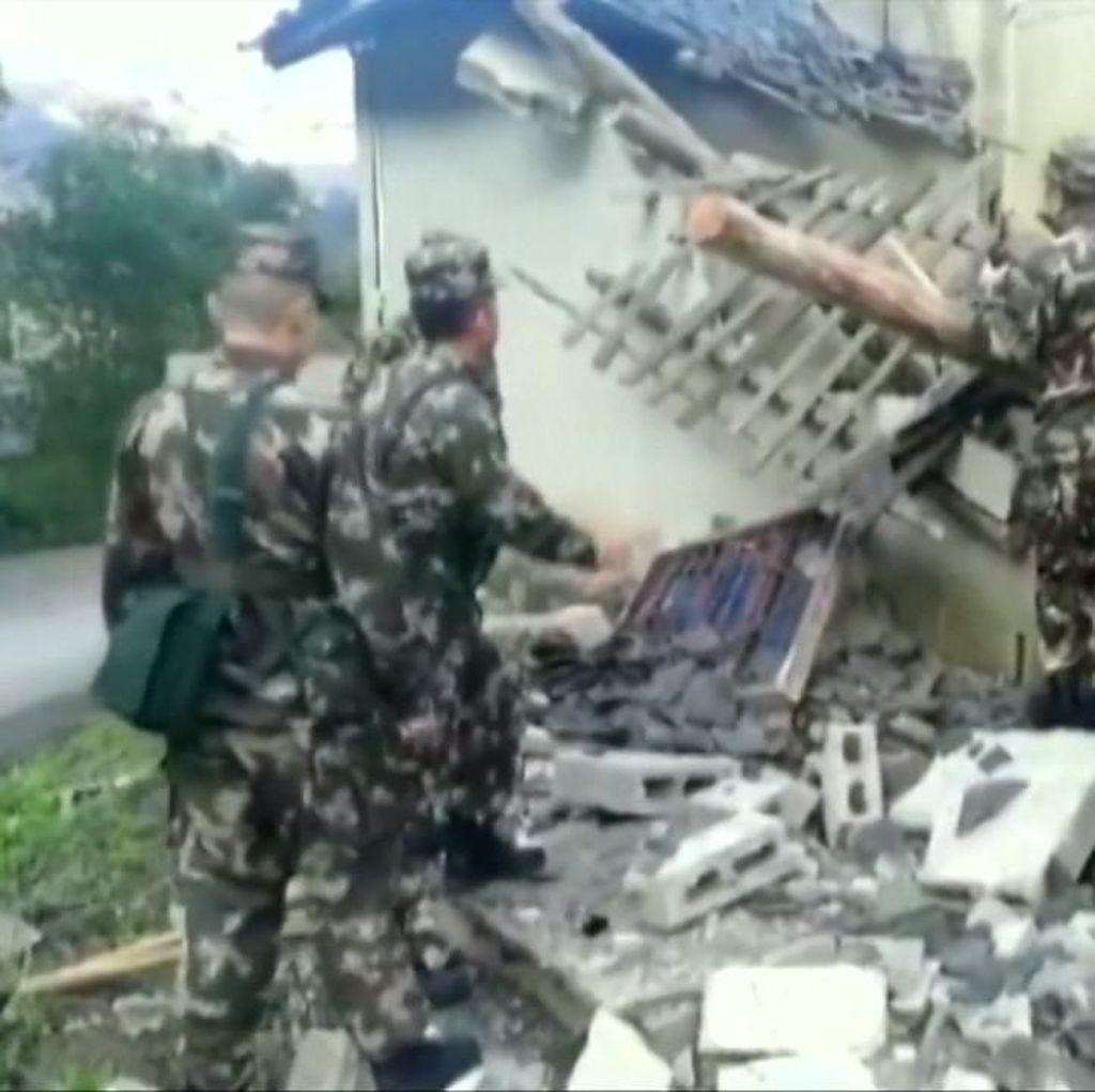 Rumah-rumah Ambruk Diguncang Gempa Magnitudo 5,7 di China
