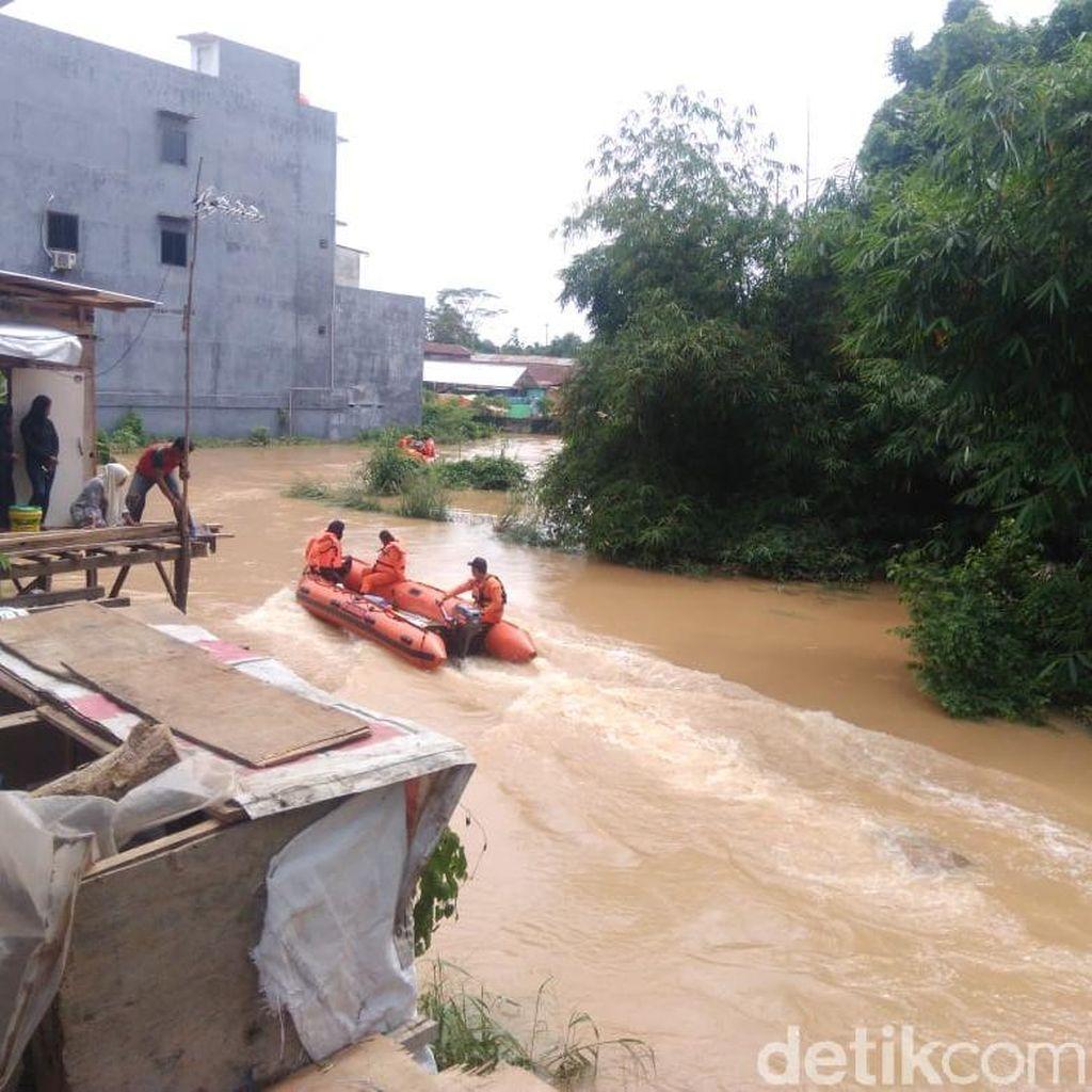 Sungai di Jambi Meluap, 1 Remaja Hanyut Terbawa Arus