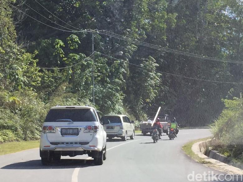Mobil di Kalimantan. Foto: Dadan Kuswaraharja