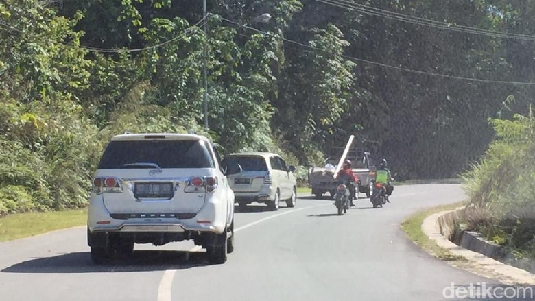 Suasana jalanan dari Tanjung Selor Kalimantan Utara, menuju Berau, Kalimantan Timur Foto: Dadan Kuswaraharja