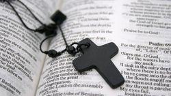 Di Pemakaman Remaja Bunuh Diri, Pastor Ini Bikin Geram Keluarga