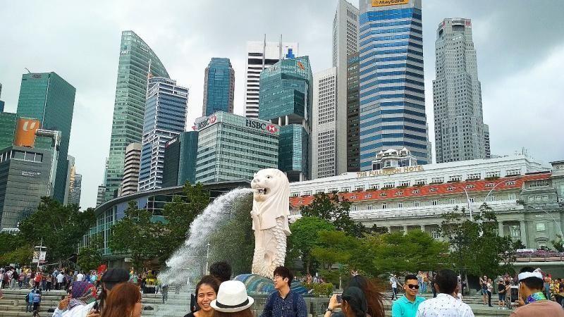 Merlion Park, ikon Singapura ini tidak menerapkan biaya alias gratis untuk wisatawan. Traveler bisa menikmati pemandangan sekaligus berfoto di depan patung Merlion (Addieni Rifda/dTraveler)