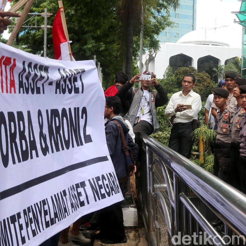 Massa Mendesak Pemerintah Segera Sita Gedung Granadi