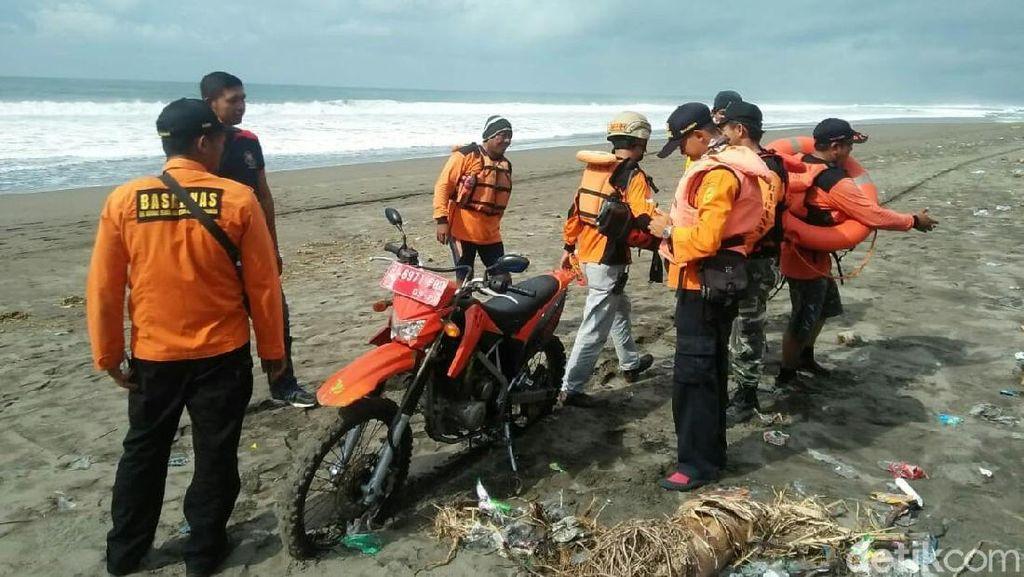 4 Remaja Masjid yang Terseret Ombak Pantai Kebumen Belum Ditemukan