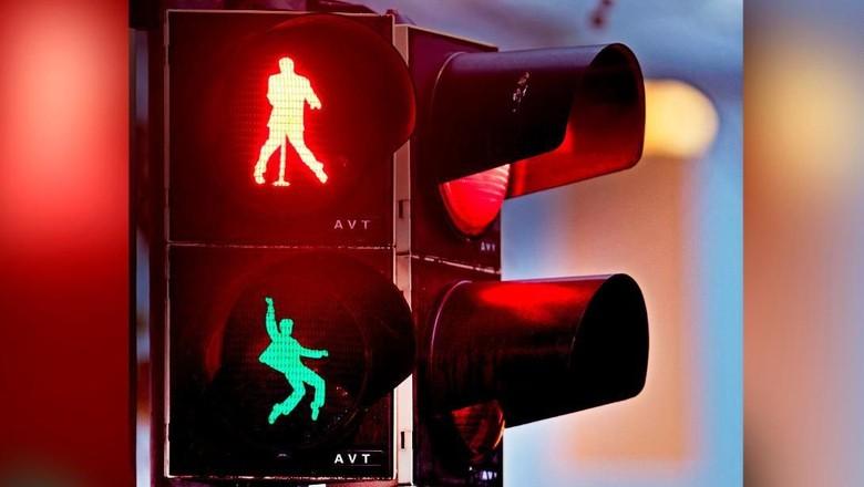 Lampu lalu lintas Elvis Presley (Michael Probst/AP/CNN Travel)