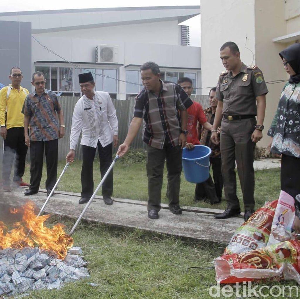 20 Ribu e-KTP Invalid di Musi Banyuasin Dibakar