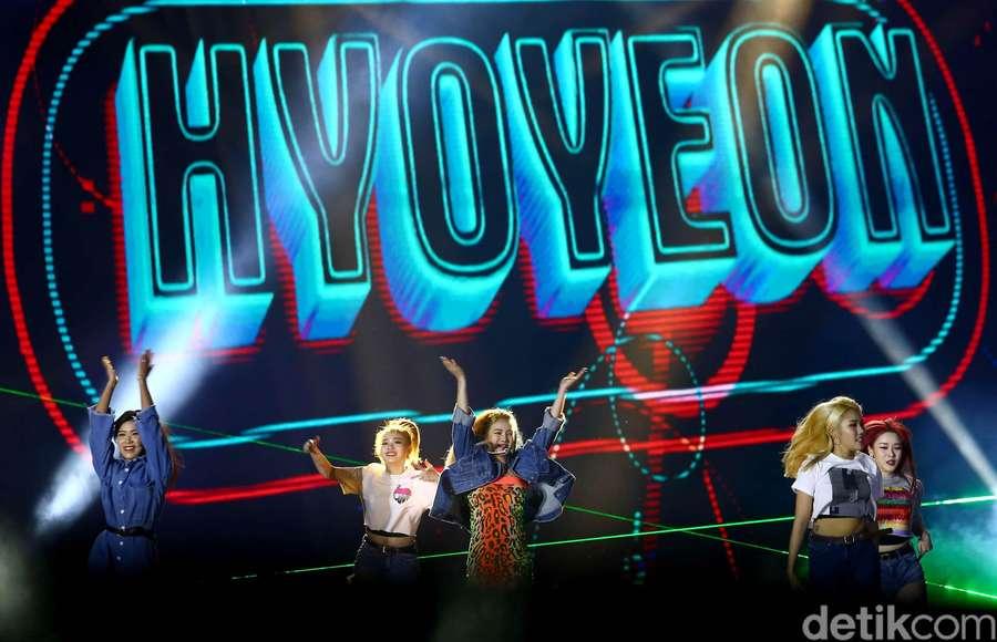 Pesona si Seksi Hyoyeon di HUT Transmedia