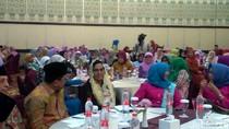 Tampil Berkerudung, Sri Mulyani Bicara soal Globalisasi