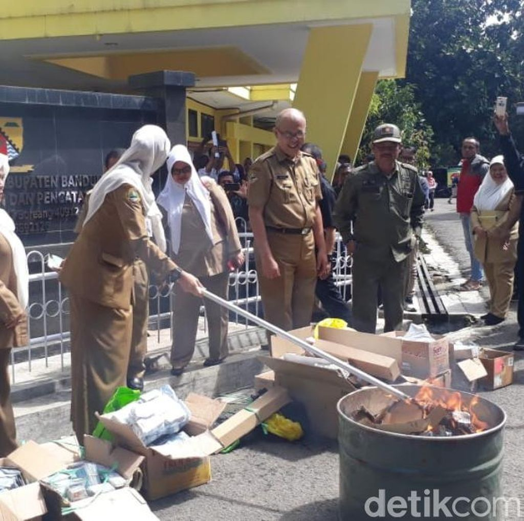 Api Lumat 29 Ribu e-KTP Invalid di Kabupaten Bandung