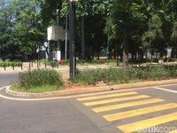 Zebra cross di sekitar parkir timur GBK /