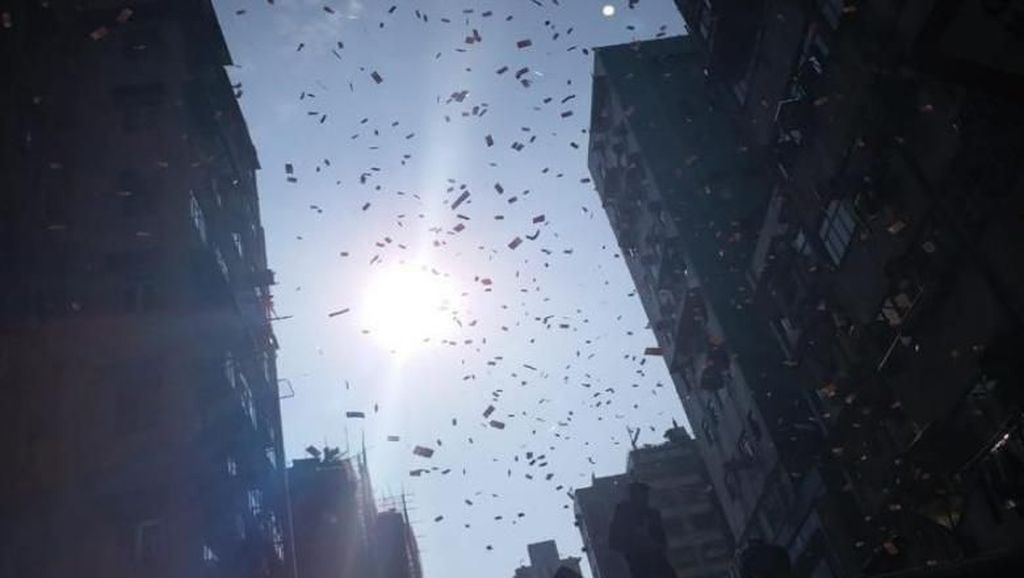 Hujan Uang Bikin Heboh di Hong Kong, Jutawan Muda Ditangkap
