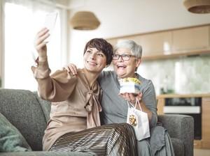 Menurut Para Ahli, Liburan Bersama Ibu Bisa Bikin Panjang Umur