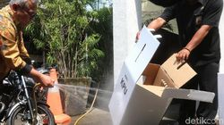 Ketua KPU Menyemprot Isu Miring Kotak Suara Kardus