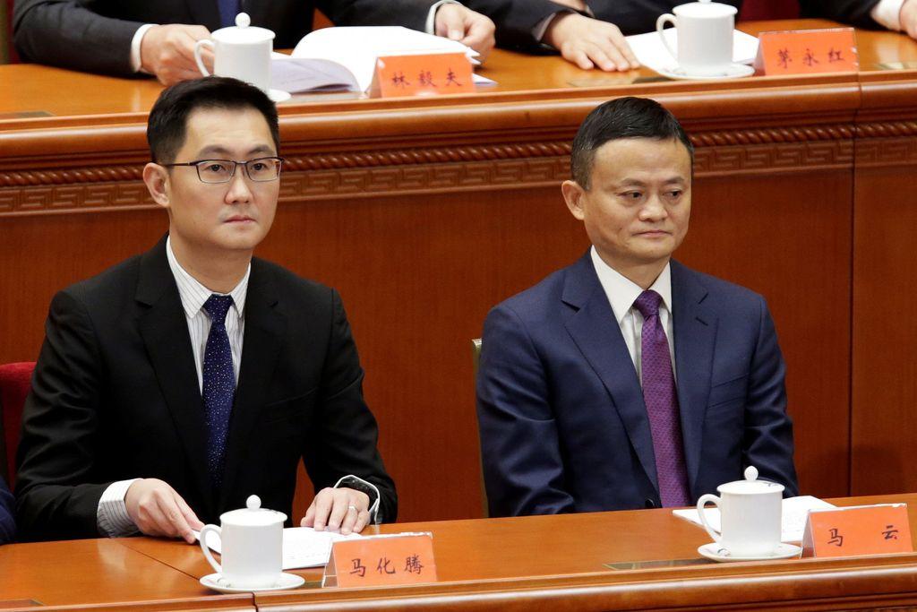 Ma Huateng atau yang sering disebut Pony Ma dan Jack Ma duduk berdampingan. Perhitungan terkni dari Forbes menyebut Ma Huateng yang berusia 47 tahun harta terkininya USD 34,4 miliar. Sedangkan Jack Ma yang berusia 54 tahun harta terkininya USD 34,4 miliar. KeduaFoto: Reuters
