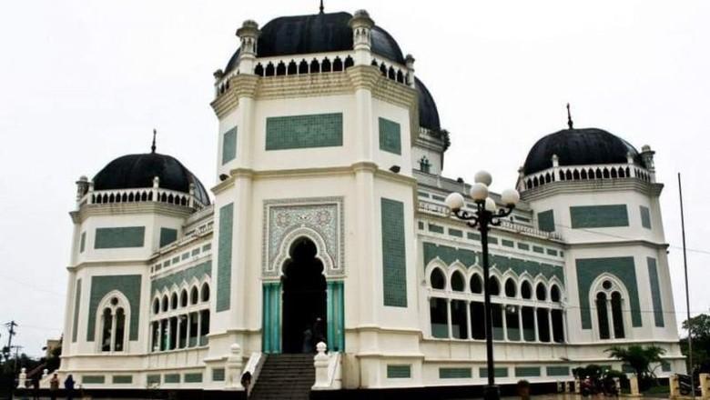 Yang Istimewa dari Masjid Raya Medan, Bangunan Bergaya Asia dan Eropa/Foto: Almira Santoso/dTraveler