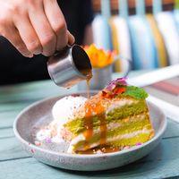 Kue Klepon yang Manis Lembut Bisa Dicicip di Kafe Ini