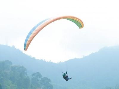 Wajib Coba! Sensasi Melayang-layang di Atas Langit Bogor