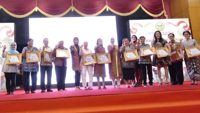 Perwosi beri penghargaan kepada sejumlah mantan atlet wanita. (Foto: Amalia Dwi Septi/detikSport)