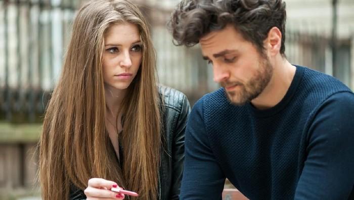 Tida subur berakhir dengan kekecewaan pasangan melihat hasil tes kehamilan. Foto: iStock