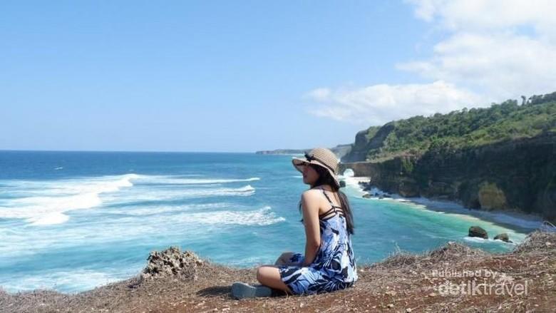 Ilustrasi wisatawan indonesia di Sumba