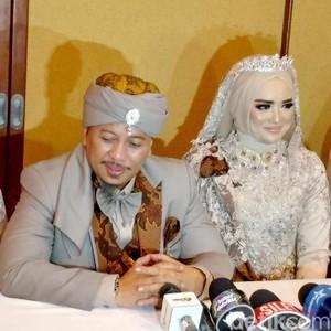 Foto: Cantiknya Istri Ketiga Opick Tampil Bak Putri Saat Menikah
