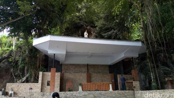 Dibuka sejak tahun 1988, bangunan Gua Maria Fatima ini hasil dari swadaya jemaat gereja. Bahkan akses jalan bebatuan dari tempat parkir hingga ke lokasi gua merupakan swadaya masyarakat desa setempat. (Charolin Pebrianti/detikTravel)