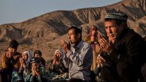 Yang Perlu Diketahui tentang China dan Perlakuan pada Muslim Uighur