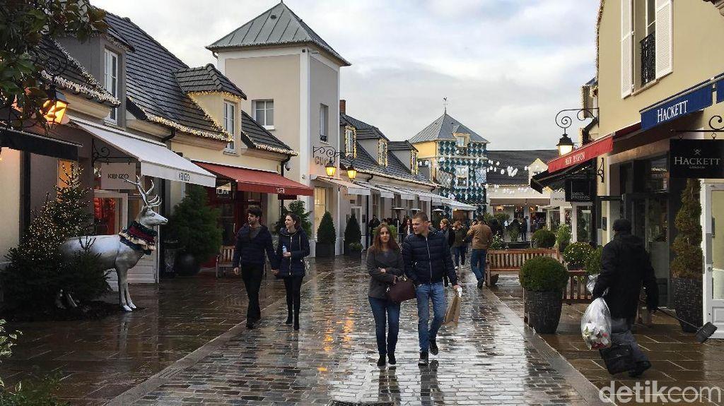 Tempat Orang Kaya Buang Recehan di Dekat Paris