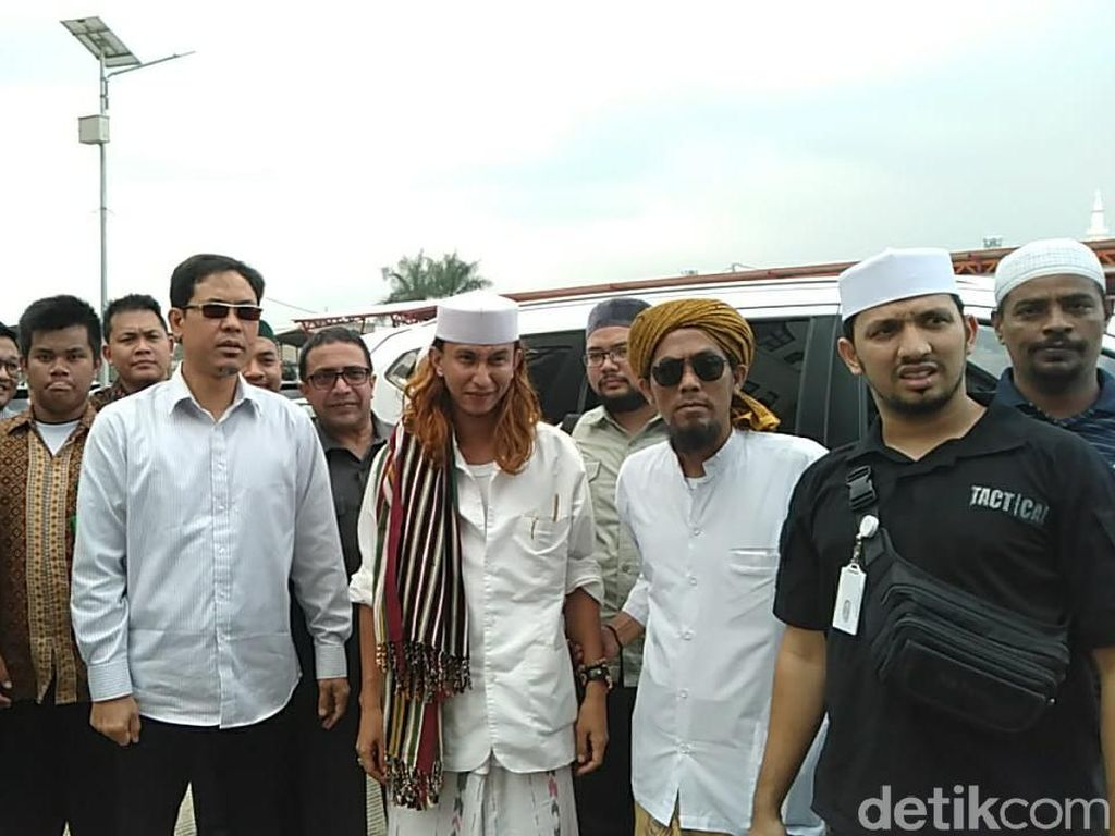 Habib Bahar Ditahan Polda Jabar