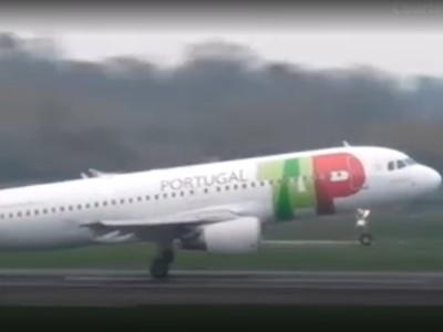Saat Pesawat Berjuang Keras Mendarat di Bandara Manchester