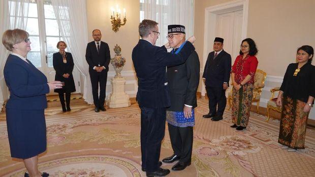 Peter F Gontha raih bintang kehormatan dari Presiden Polandia
