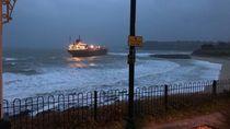 Kapal Kargo Raksasa Milik Rusia Terdampar di Pantai Inggris