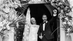 Seperti di TV, Emily VanCamp dan Josh Bowman Nikah di Kehidupan Nyata