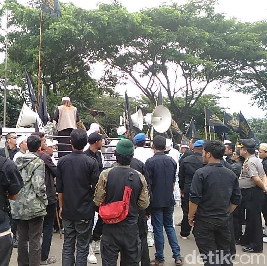 Video: Habib Bahar Diperiksa Polisi, Massa Pendukung Demo