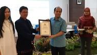 Inspiratif, Sutopo Dapat Penghargaan dari Persatuan Dokter Paru