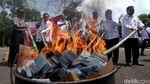 Penampakan 1,3 Juta e-KTP Rusak yang Dibakar Kemendagri