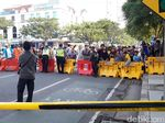 Amblesnya Jalan Gubeng di Surabaya Jadi Tontonan Warga