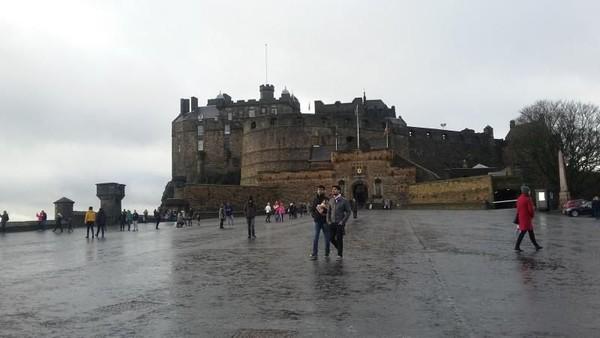 Edinburgh merupakan kota kelahiran serial fiksi Harry Potter. JK Rowling mendapatkan inspirasi saat ke sana, dengan latar belakang kota yang cantik dan bersejarah (Titry Frilyani/detikcom)
