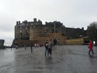 Kastil Ini Dibangun di Atas Bekas Gunung Berapi