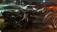 Kecelakaan di Tol Angke arah Bandara Soetta, Mobil Sedan Ringsek